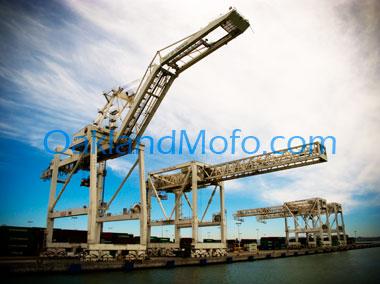 oakland shipping cranes